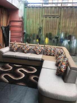Muebles nuevos. Incluye alfombra