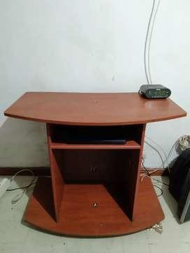 Mesa para tv y tv 21 pulgadas