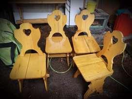 Vendo 2 mesas de pino y 6 sillas