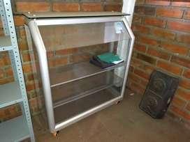 3 Vitrinas en aluminio con rodachines