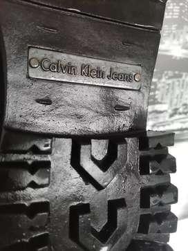 Botas de cuero marca CALVIN KLEIN