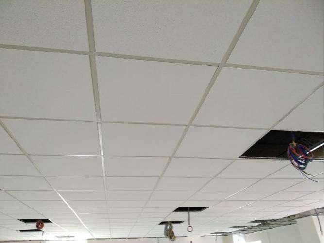 Se necesita instaladores de cielo raso tipo placas desmontables