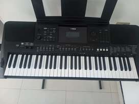 Piano yamaha psr E463