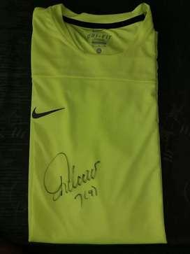 Camiseta Nike Original. Autografiada por Falcao.