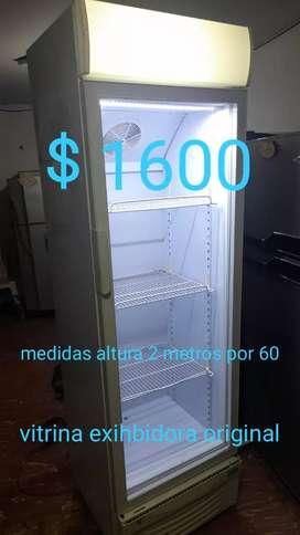 Hermoso refrigerador panorámico de segunda en buen estado