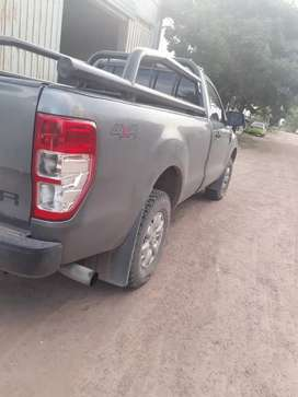 Pick up Ford Ranger 2 CS 4x2XL Saffety 2.2L D Año 2013.