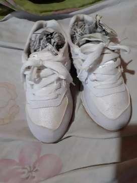 Zapatillas casi nuevas
