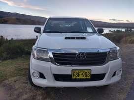 Toyota Hilux 2013 en vine estado