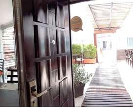 Vendo hermosa casa comercial - Sector plaza de toros -  con restaurant