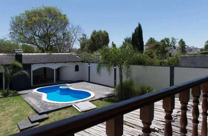 lz34 - Casa para 4 a 18 personas con pileta y cochera en Ciudad De Córdoba 0