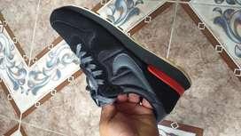 Se vende calzado deportivo de hombre