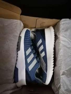 Zapatilla de niño marca Adidas original talla 33.5