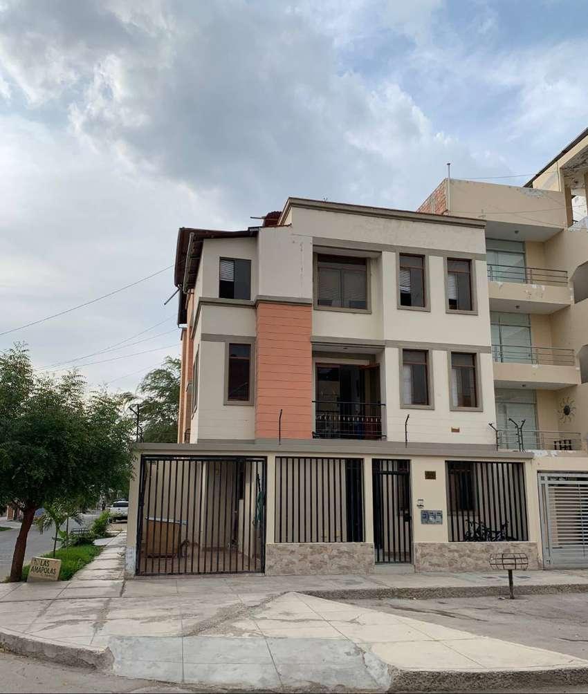 Casa en esquina - Santa María del Pinar - Piura 0