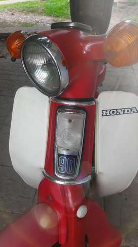 Honda C90 en exelente estado