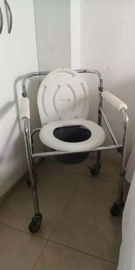 Silla de ruedas para baño