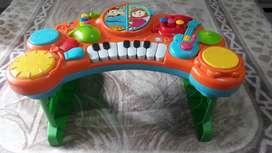 Piano musical blue box
