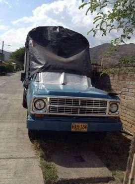 Vendo Camion, Dodge 300, modelo: 1979, Motor 318 gas y gasolina para reparar. Transmision original, carroceria y estacas