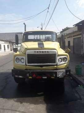 Camion amarillo, marca toyota, motor nissan 175 turbo, Caja de transmision 6