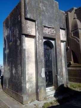 Boveda en cementerio de Coronel Vidal
