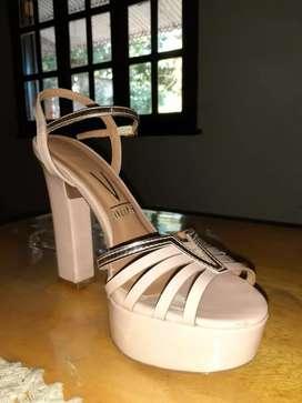 Calzado femenino.