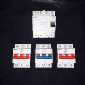 Combo disyuntor tetrapolar 40ampers general electric sin uso y 3 llaves tetrapolar 63ampers todo sin uso