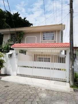 Venta de Casa en la Alborada X, cerca C.C. City Mall, Norte de Guayaquil