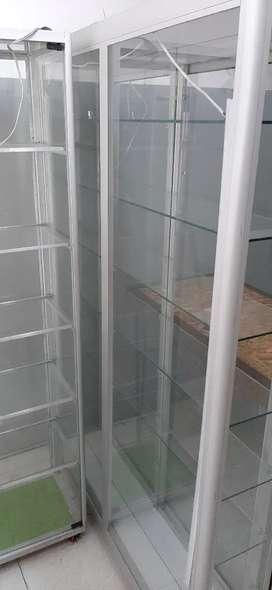 Vitrinas Aluminio 120cm x 100cm x 40cm. Otra de 190cm x 50cm x 40cm