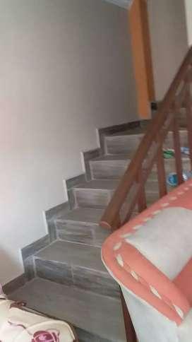 Casa recien echa con enserramiento tiene proyecto de 3 pisos ..la casa esta en 40.000 o cambio con camioneta