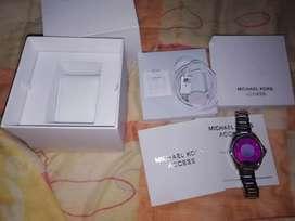 Reloj smartwatchMichael Kors original con sus accesorios
