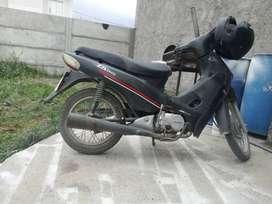 Vendo moto zanella zb 110 base todos los papeles cubierta trasera nueva. Acepto tarjetas