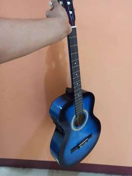 Guitarra electróacustica con estuche bbb