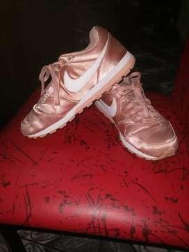 Zapatillas Nike originales usadas ,buen estado n 38  sandalias usadas negras n 37