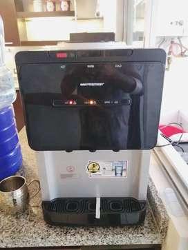 Dispensador de agua frío caliente