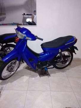 Vendo moto kawasaki año 2002,solo tarjeta de propiedad