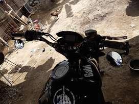 Vendo moto suzuki o cambio con otra de menos precio i dinero a mi favor