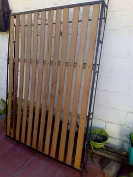 Cama antigua madera y hierro