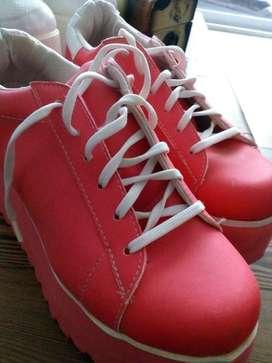 Zapatillas Altas Nuevas sin Uso