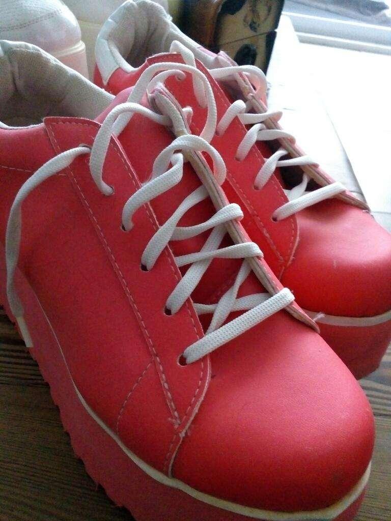 Zapatillas Altas Nuevas sin Uso 0