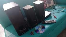 Vendo teatro en casa marca continental  es 2.1 sirve para cd memoria USB radio y auxiliar para celular