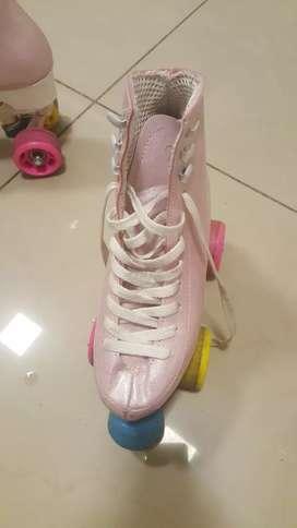 Vendo patines artisticos 4 ruedas. Marca doncella. Talle 33. Impecable. Casi sin uso.
