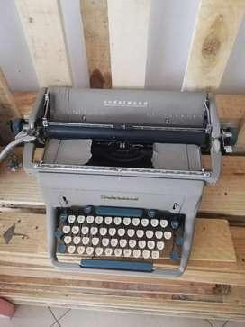 Maquina de escribir antigua estilo vintage, marca Underwood