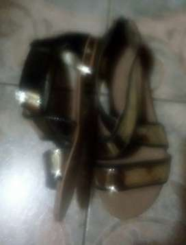 Vendo o permuto sandalia mannarino