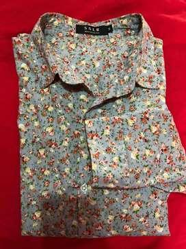Camisa diseño flores marca SSLR talla M nueva