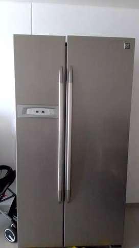 Refrigeradora dos puertas