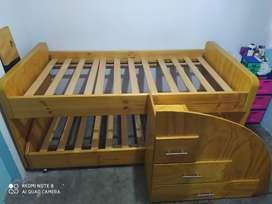 Vendo hermoso camarote elaborado en pino  natural cama baja con rodachines y escalera de 3 niveles excelente estado.
