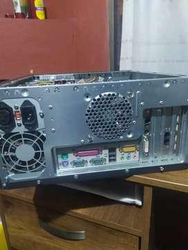 Dos CPU Pentium 3 y 4, con disco duro de 80gb, Windows XP, funcional
