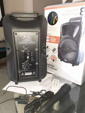 Vendo parlante recargable 8""