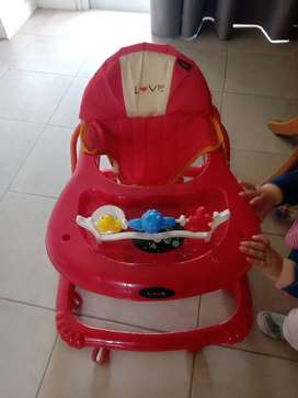 Vendo mochila para llevar bebé y andador