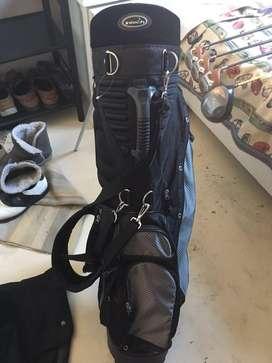 Bolsa de palos de golf usada en muy buenas condiciones
