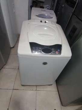 Lavadora 30 libras, air blanca, digital, buen estado